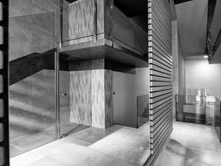 PRIBURGOS SLU Pasillos, vestíbulos y escaleras modernos