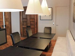 Salon / Salle à manger façon bistrot STUDIO SANDRA HELLMANN Salle à mangerAccessoires & décorations