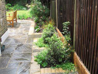 Garden with Oval Lawns Fenton Roberts Garden Design Jardins modernos