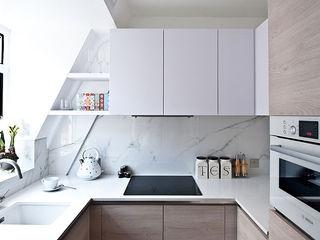 Fleet Street Luxury Apartment Porcel-Thin KitchenAccessories & textiles