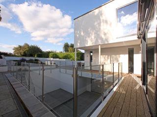 Radlett house Tye Architects Modern balcony, veranda & terrace