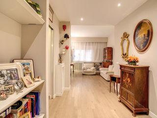 MOB ARCHITECTS Modern corridor, hallway & stairs