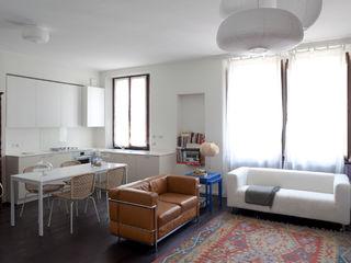 Ristrutturazione appartamento a Milano 80 mq HBstudio SoggiornoDivani & Poltrone