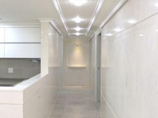 신개념 대리석마루 뉴이지스톤을 사용한 수원 광교 삼성래미안 아파트 리모델링 (주)이지테크(EASYTECH Inc.) 모던스타일 복도, 현관 & 계단