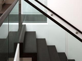 Brixham House Tye Architects Modern corridor, hallway & stairs