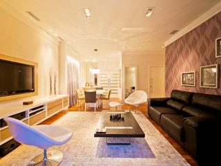 Apartamento nos Jardins - São Paulo Enzo Sobocinski Arquitetura & Interiores Salas de estar modernas Derivados de madeira Roxo/violeta