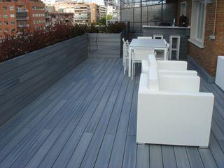 UNA TERRAZA URBANA EN MADRID Palos en Danza Balcones y terrazas de estilo moderno