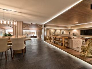 Riskalla & Mueller Arquitetura e Interiores Livings modernos: Ideas, imágenes y decoración