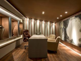 Riskalla & Mueller Arquitetura e Interiores Estudios y oficinas modernos