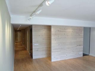 Vivienda en casco antiguo de Girona davidMUSER building & design Salones de estilo moderno
