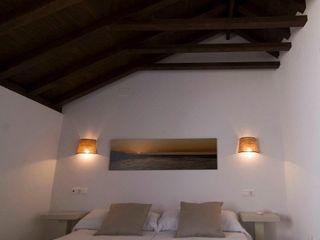 APARTAMENTOS FARIÑAS Cn Interiorismo Hoteles de estilo mediterráneo