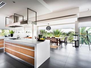 Designer Costal Home D-Max Photography Modern kitchen