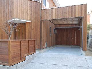 S教授の家 佐賀高橋設計室/SAGA + TAKAHASHI architects studio モダンデザインの ガレージ・物置