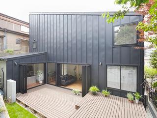 白砂孝洋建築設計事務所 Balkon, Beranda & Teras Modern