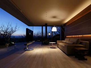 富士山方向の夜景 | CASA BARCA | 海を眺める豪邸(別荘建築) Mアーキテクツ|高級邸宅 豪邸 注文住宅 別荘建築 LUXURY HOUSES | M-architects モダンデザインの リビング