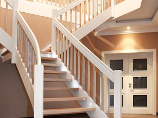 STREGER Massivholztreppen GmbH Classic style corridor, hallway and stairs