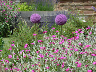 Garden for bees. Cherry Mills Garden Design Country style garden