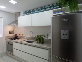 IE Arquitetura + Interiores Nhà bếp phong cách hiện đại