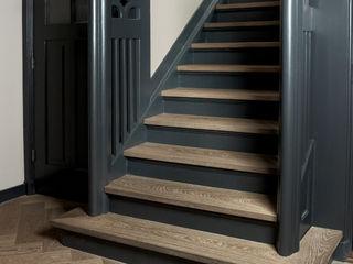 Nobel flooring Corredores, halls e escadas clássicos