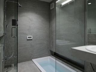 井戸健治建築研究所 / Ido, Kenji Architectural Studio Minimalistische Badezimmer