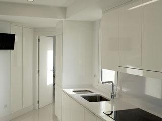 Intra Arquitectos Modern Kitchen