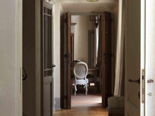 Palazzo nel centro d Pistoia Antonio Lionetti Home Design Ingresso, Corridoio & ScaleIlluminazione