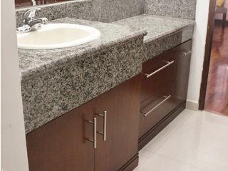 La Fustería - Carpinteros BathroomStorage