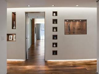E 53rd St Apartment, NYC Eisner Design Koridor & Tangga Modern