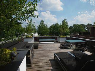 Leonardus interieurarchitect Modern balcony, veranda & terrace