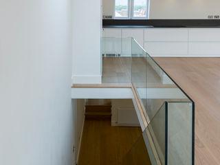 Kensington Penthouses DDWH Architects Pasillos, vestíbulos y escaleras minimalistas