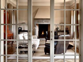 Villa sulla collina di Fiesole Antonio Lionetti Home Design SoggiornoCamini & Accessori