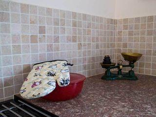KITCHEN TILES DT Stone Ltd Cucina rurale