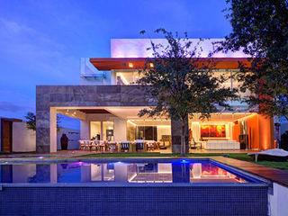 Tardes-Noches de Arquitectura y Diseño Ingrid_Homify Casas modernas