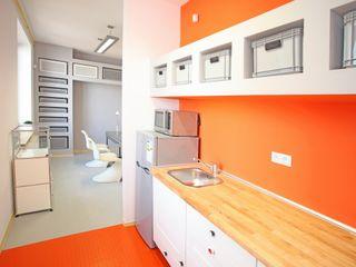 REFORM Konrad Grodziński Cocinas de estilo moderno