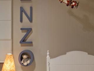 IE Arquitetura + Interiores Phòng trẻ em phong cách hiện đại
