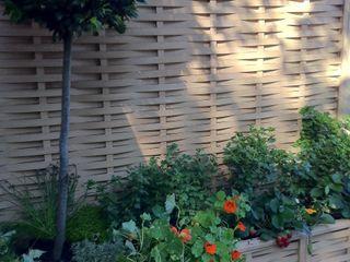 Quercus Raised Beds -Extra Space in a small garden Quercus UK Ltd Country style garden