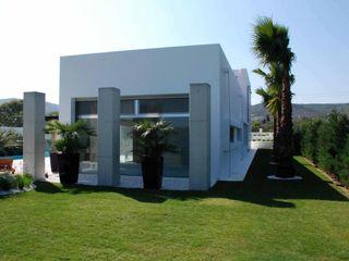 Mamurbaba Summer House Unlimited Design Balcone, Veranda & Terrazza in stile minimalista