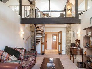 Millennium Drive : Mezzanine Space Nic Antony Architects Ltd Ruang Keluarga Gaya Rustic
