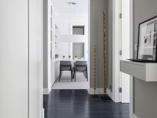 VIENDA CENTRO BILBAO SILVIA REGUERA INTERIORISMO Eclectic style corridor, hallway & stairs
