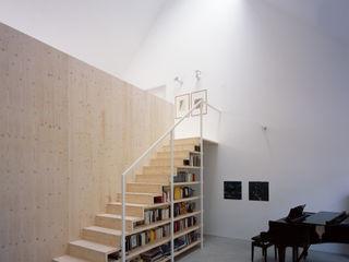 Bohn Architekten GbR Corridor, hallway & stairsStairs