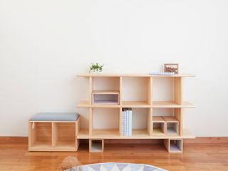 OBUSUMA tona BY RIKA KAWATO / tonaデザイン事務所 Living roomShelves