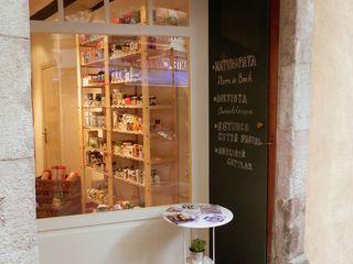 Renovación herbolario Carulla en la Barceloneta mobla manufactured architecture scp Oficinas y tiendas de estilo minimalista