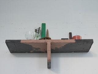 Accidental Concrete Oturma OdasıRaflar
