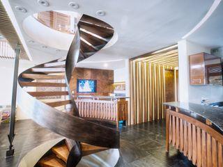 sanzpont Modern Corridor, Hallway and Staircase