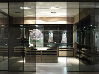 Walk-in-wardrobe Lamco Design LTD BedroomWardrobes & closets