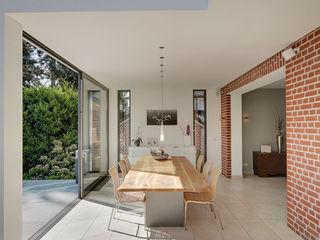 28 Grad Architektur GmbH Modern dining room