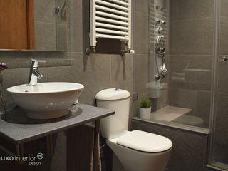muxo Studio Modern bathroom