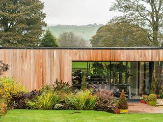 Luxury home gym in the garden The Swift Organisation Ltd Modern garden
