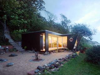 Beachfront art studio The Swift Organisation Ltd Modern garden