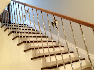 'Rose & Thorn' sculptural balustrading from our nature range Zigzag Design Studio (Sculptural Structures) Modern corridor, hallway & stairs